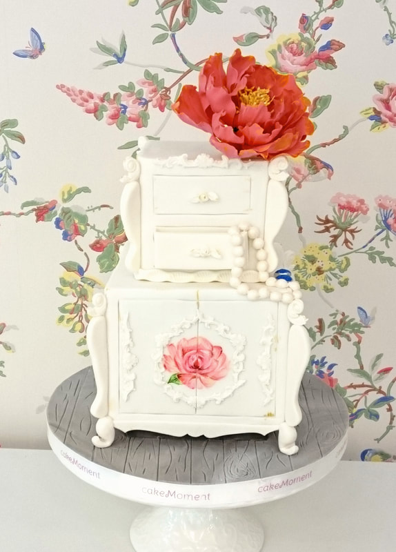white vintage jewel wedding cake hk