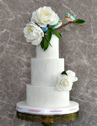 geometric white wedding cake hk